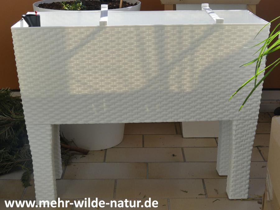 Pflanzkasten mit Füßen und Wasserreservoir mit 30 Liter Erdvolumen